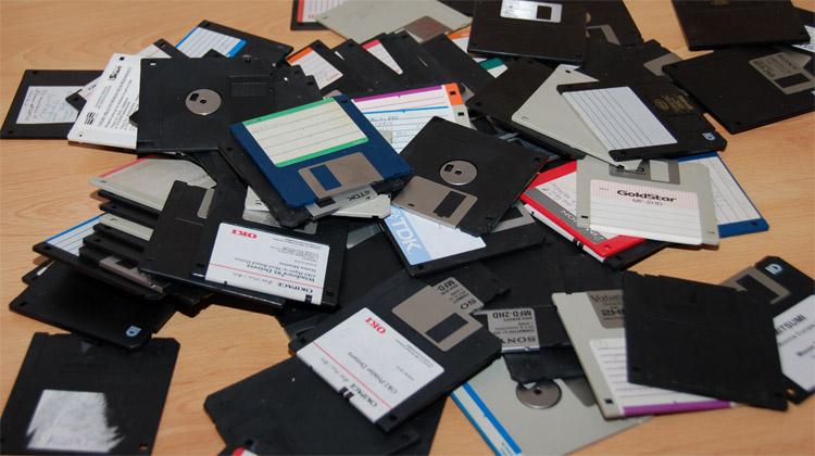 Od děrných pásek k flash diskům