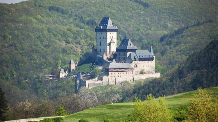 Budování hradu Karlštejna